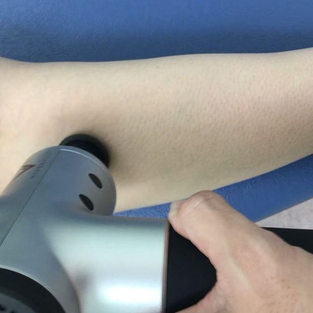 hypervoltの威力かなり短時間でケアができます。ランの後やトレーニングの後には必須のリリースアイテムとなりそう。#石川県 #金沢市 #小立野 #接骨院 #アルコット接骨院 #足の痛み #こむら返り #ふくらはぎの痛み #ランナー膝 #ランニング #筋膜リリース #hypervolt #hyperice #ファンクショナルトレーニング #FMS