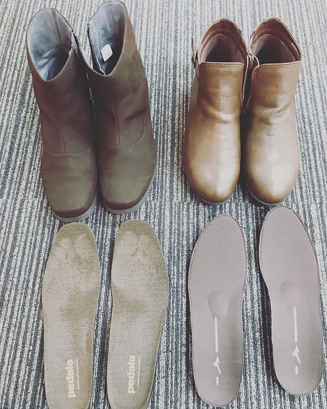 今日の足靴外来。ミズノのセレクト655とasicsのpedala。いよいよ雪が降りそうなので、ショートブーツへのインソール対応も増えてきました。どちらもすごくいい靴ですが、ブーツは調整具がないため歩きにくかったりサイズが合わなかったり足のトラブルの原因となることもあります。インソールで調整すると劇的に改善します。今年も残すところあと3週間。全力で頑張ります。#石川県 #金沢市 #小立野 #接骨院 #アルコット接骨院 #インソール #オーダーメイドインソール作製 #ショートブーツ #mizuno #セレクト655 #asics #pedala #もうすぐ雪が降る #今年もあと少し